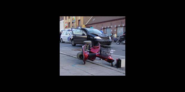 Une auto heurte une chaise roulante - La DH