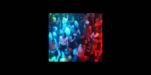 La police évacue une discothèque à Gistel - La DH