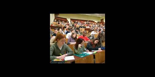 Les Universitaires gagnent 50% de plus que les travailleurs sans diplôme - La DH