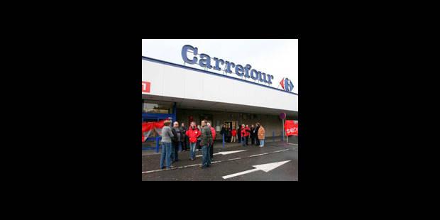 Carrefour: une trentaine de personnes interpellée administrativement - La DH
