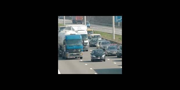 Autoroute A17 bloquée de Tournai à Courtrai - La DH