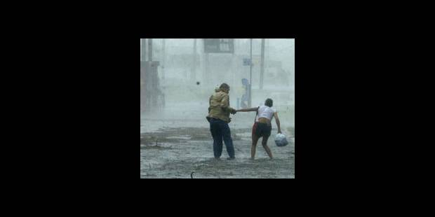 Cyclone Katrina: au moins 54 morts selon un journal local - La DH