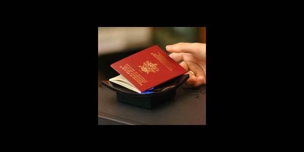Cartes D Identite Et Passeports Le Yo Yo Des Prix La Dh