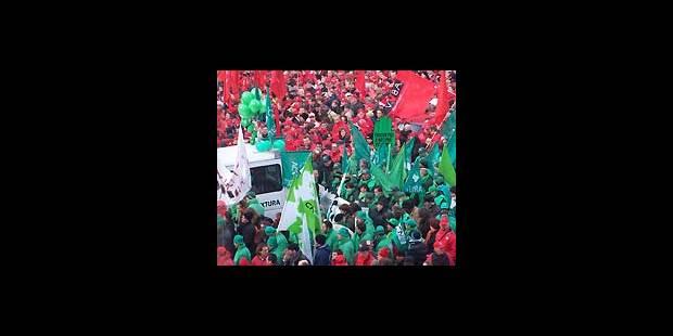 Les travailleurs envahissent Bruxelles - La DH
