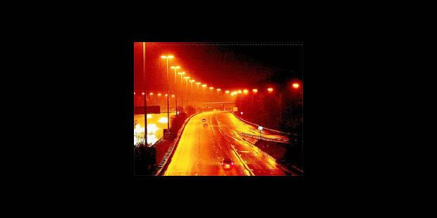 Exclusif: nos autoroutes moins éclairées la nuit - La DH