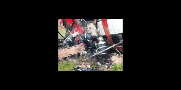 28 tués dans un accident d'autocar près de Lyon - La DH