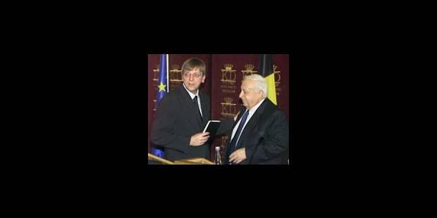 """Guy Verhofstadt traité de """"salopard""""! - La DH"""