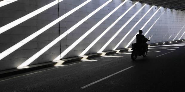 Un motard flashé à 216 km/h sur la E411 - La DH