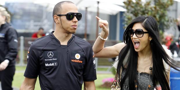 Lewis Hamilton chante pour récupérer Nicole - La DH