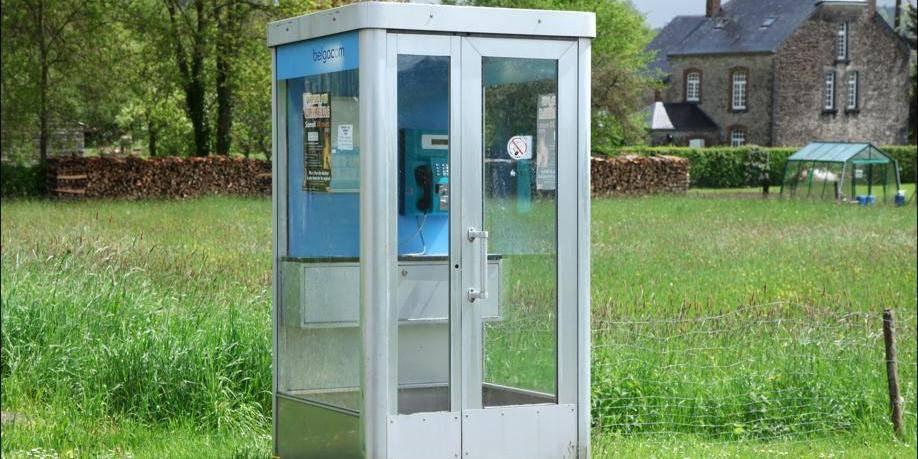 De l'amiante présente dans le plancher de vieilles cabines téléphoniques