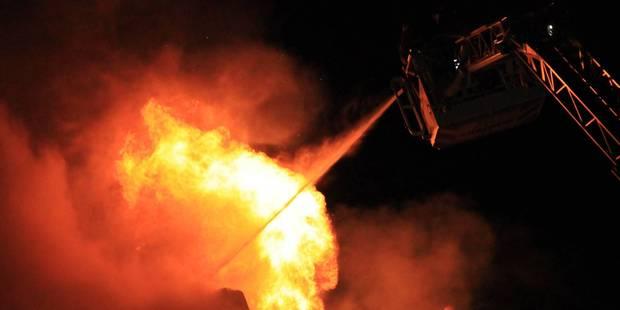 Violent incendie dans une ferme du Tournaisis - La DH