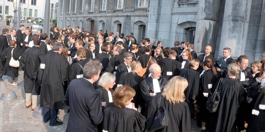 les avocats li 233 geois m 232 neront un symbolique devant le bureau d aide juridique dh be