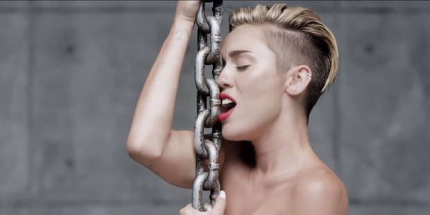 Miley Cyrus entièrement nue dans son dernier clip - La DH