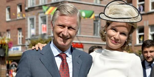 Joyeuse entrée: une foule enthousiaste salue le couple royal dans les rues de Wavre - La DH