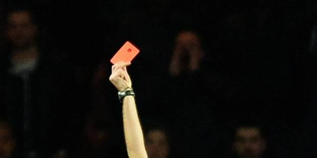 Un arbitre balayé pour un carton rouge! - La DH