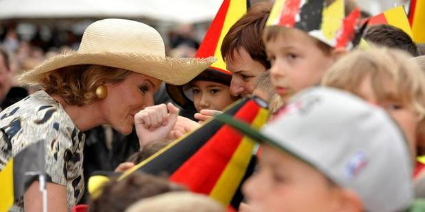 Joyeuse entrée: plus de 5.000 personnes accueillent Philippe et Mathilde à Mons - La DH