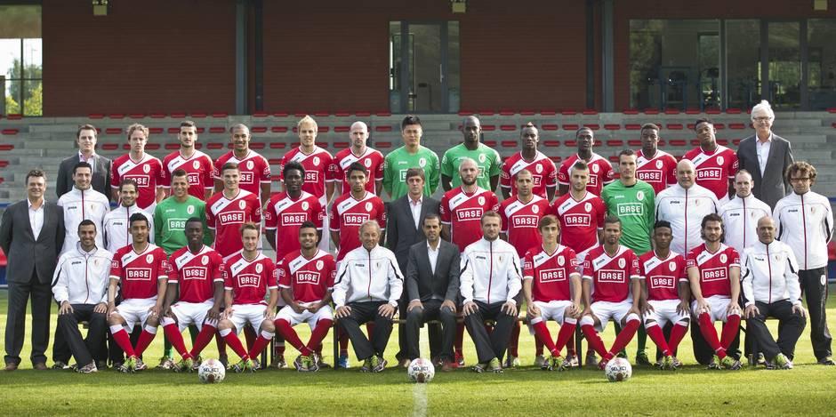 27 Rouches sur la photo d'équipe