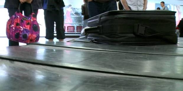Horreur à l'aéroport d'Alicante: un bébé meurt emporté par un tapis de livraison de bagages - La DH