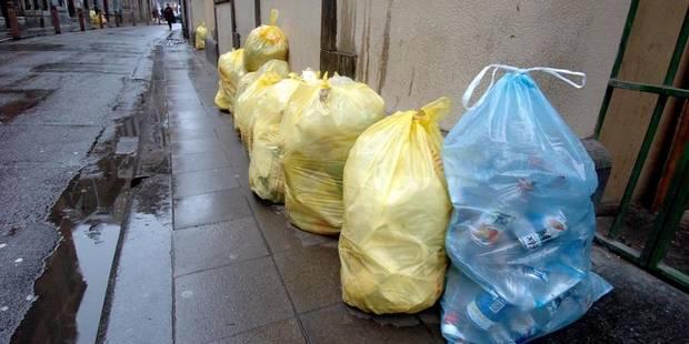 Moins de sacs blancs, plus de conteneurs! - La DH