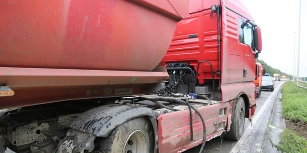 Un camion part en travers sur l'A54 - La DH