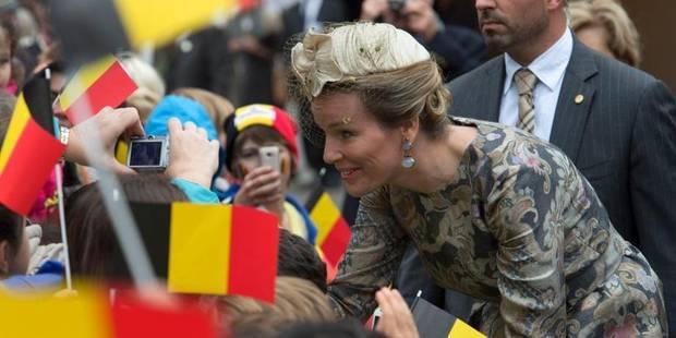 Des centaines de personnes pour saluer le couple royal à Gand - La DH