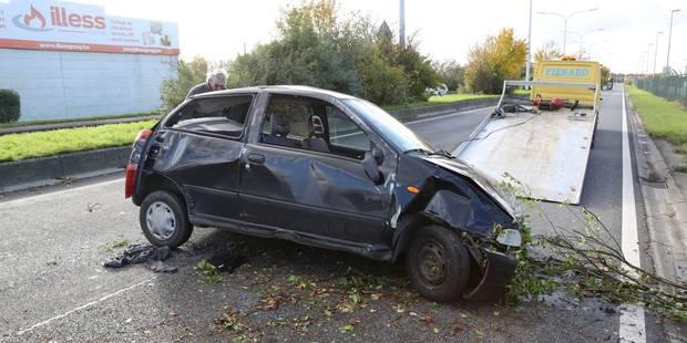 Une Fiat Punto part en tonneaux à Gosselies - La DH