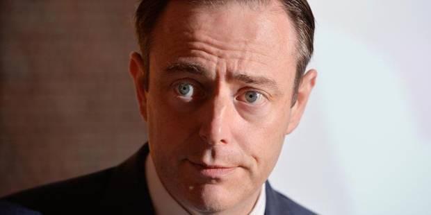 Une balle destin�e � Bart De Wever arrive � la r�daction du Het Laatste Nieuws