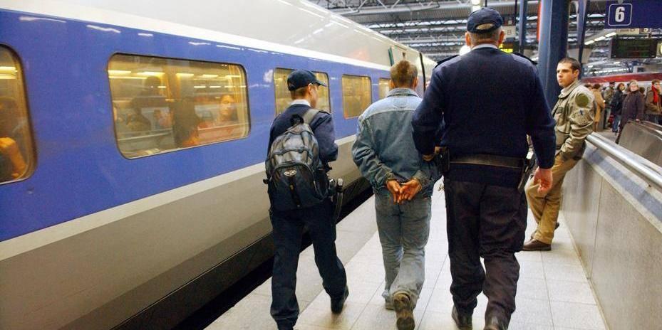 PIRARD OLIVIER PHOTO Gare Bruxelles Midi La police sécurise la gare du midi Contrôle