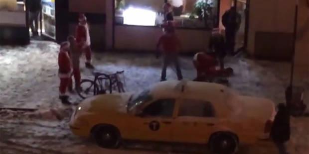 Des pères Noël se battent dans les rues de New York - La DH