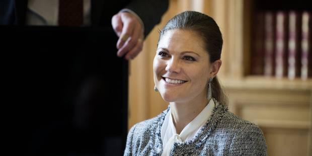 La princesse Victoria de Suède chute à son tour à ski - La DH