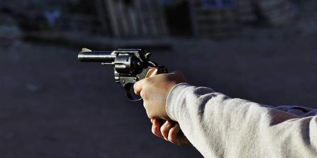 Koekelberg: trois adolescents braquent une épicerie avec une arme à feu - La DH