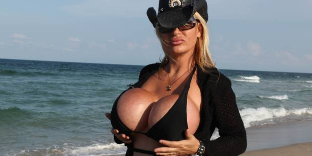 Lacey Wildd: 10 kilos dans chaque sein - La DH
