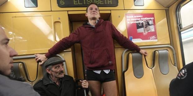 """Quelque 400 personnes participent à l'événement """"No Pants Subway Ride"""" à Bruxelles - La DH"""
