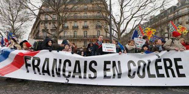 Des milliers de personnes manifestent contre la politique du président Hollande