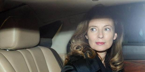 Première sortie publique pour Valérie Trierweiler, fatiguée mais souriante - La DH