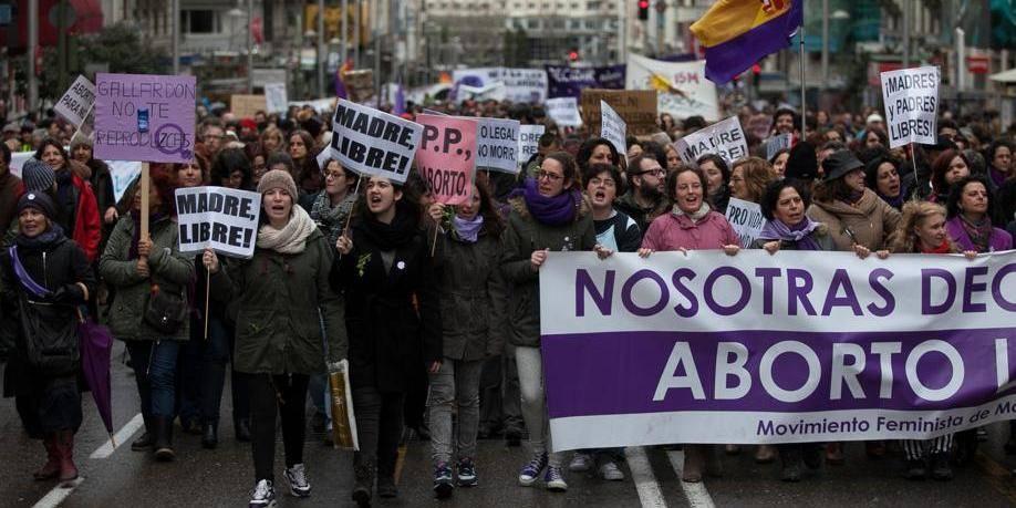 Des femmes espagnoles défendent le droit à l'avortement à Madrid