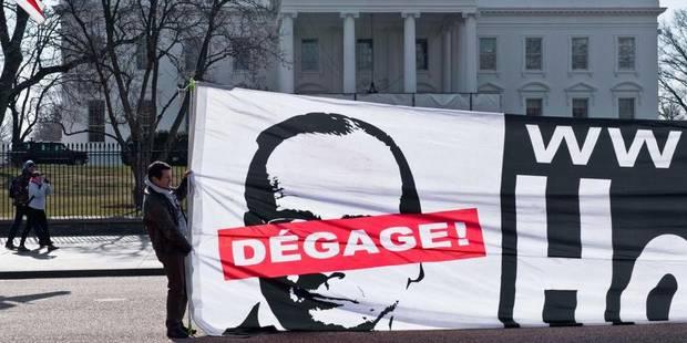 Devant la Maison Blanche, une banderole réclame la démission de Hollande - La DH