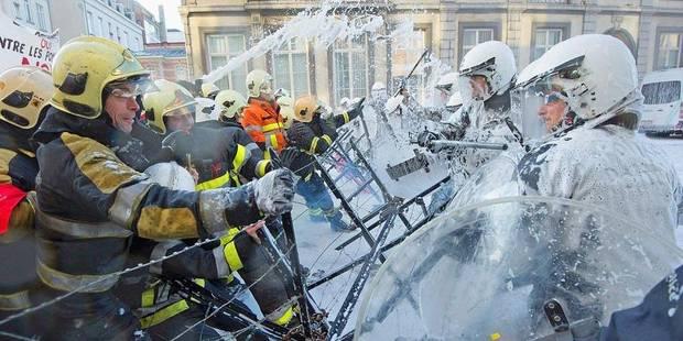 Les hommes du feu repartent en grève - La DH