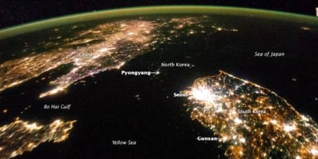 Vue du ciel, la Corée du Nord s'éclipse la nuit 5312e32135708d729d86850f