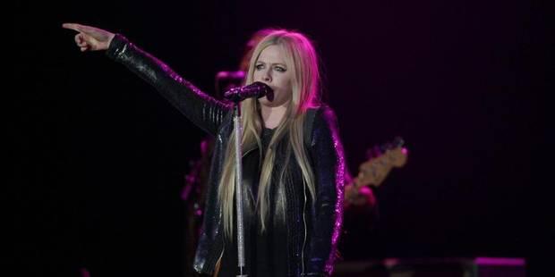 Avril Lavigne pète un câble en plein concert ! - La DH