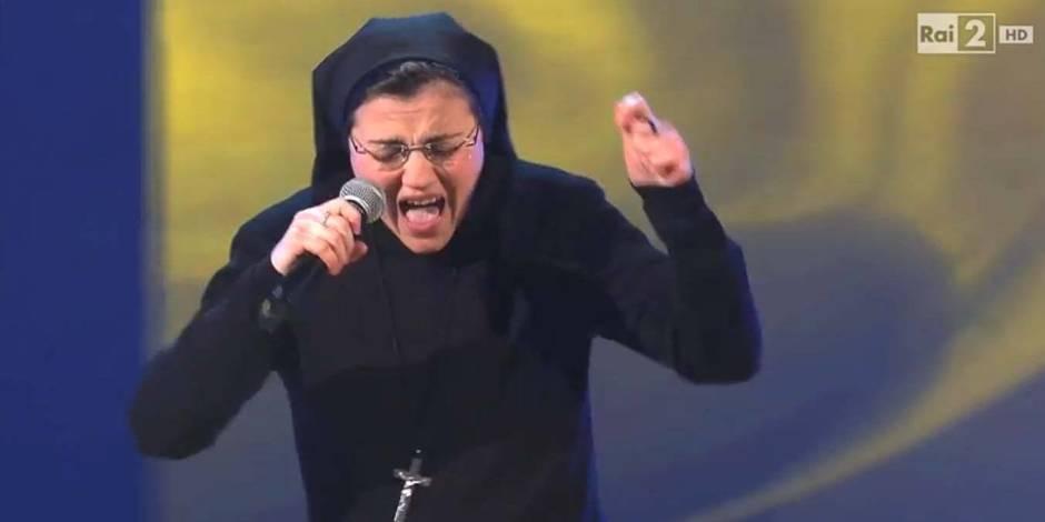 Une bonne soeur italienne met le feu sur le plateau de The Voice Italie !