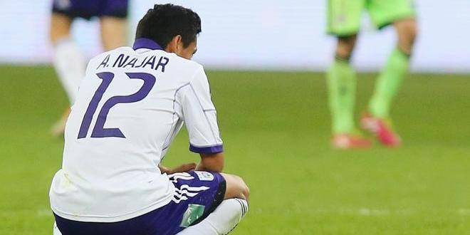 20140330 - LIEGE, BELGIUM: Anderlecht's Andy Najar looks dejected after the Jupiler Pro League match of Play-Off 1, between Standard de Liege and RSC Anderlecht, Sunday 30 March 2014 in Liege, on day 1 of the Play-Off 1 of the Belgian soccer championship. BELGA PHOTO VIRGINIE LEFOUR