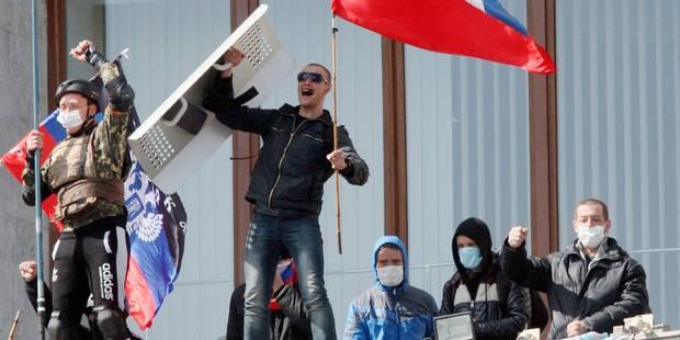 """Ukraine : Les manifestants pro-russes de Donetsk proclament une """"république souveraine"""" - La DH"""