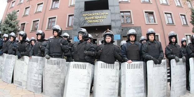 Les pro-russes lancent un assaut contre le siège du parquet à Donetsk - La DH