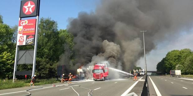 Accident E40: Une bande dégagée - La DH