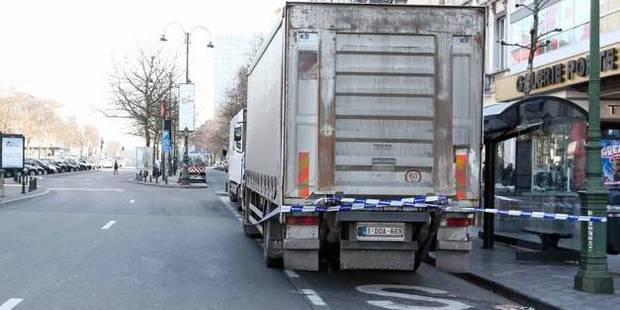 Un ouvrier coincé entre un camion et une citerne - La DH