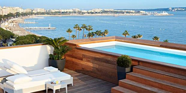 Djamila, 6e étage du Majestic à Cannes: femme de chambre avec vue - La DH