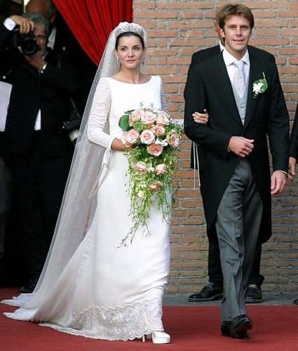 Clotilde Courau rend honneur à l'Italie en confiant la réalisation de sa robe à Valentino pour son mariage avec le Duc de Savoie