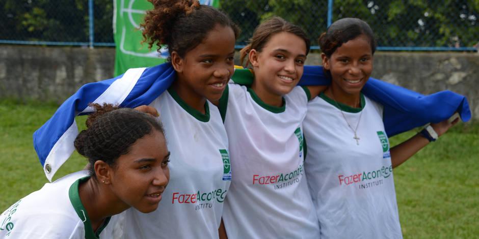 On peut offrir une année de football aux jeunes Brésiliennes...avec 24 euros