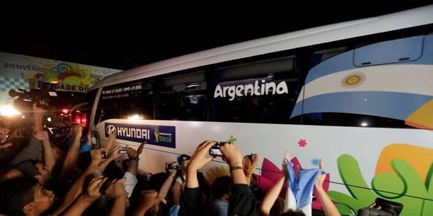 Blessés pour avoir trop approché le bus argentin - La DH
